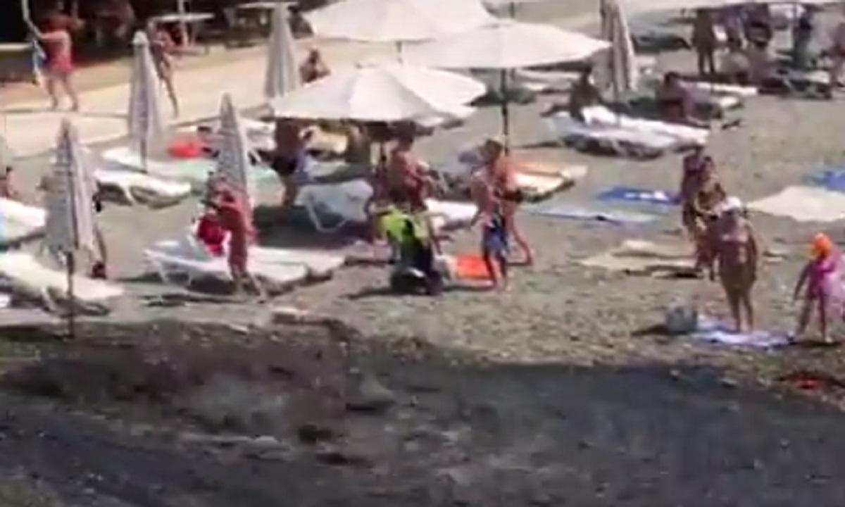 Власти объяснили, откуда взялись испугавшие туристов канализационные стоки в Адлере