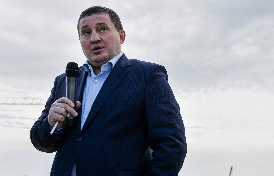 Волгоградский губернатор отказался от охранника за 2 млн