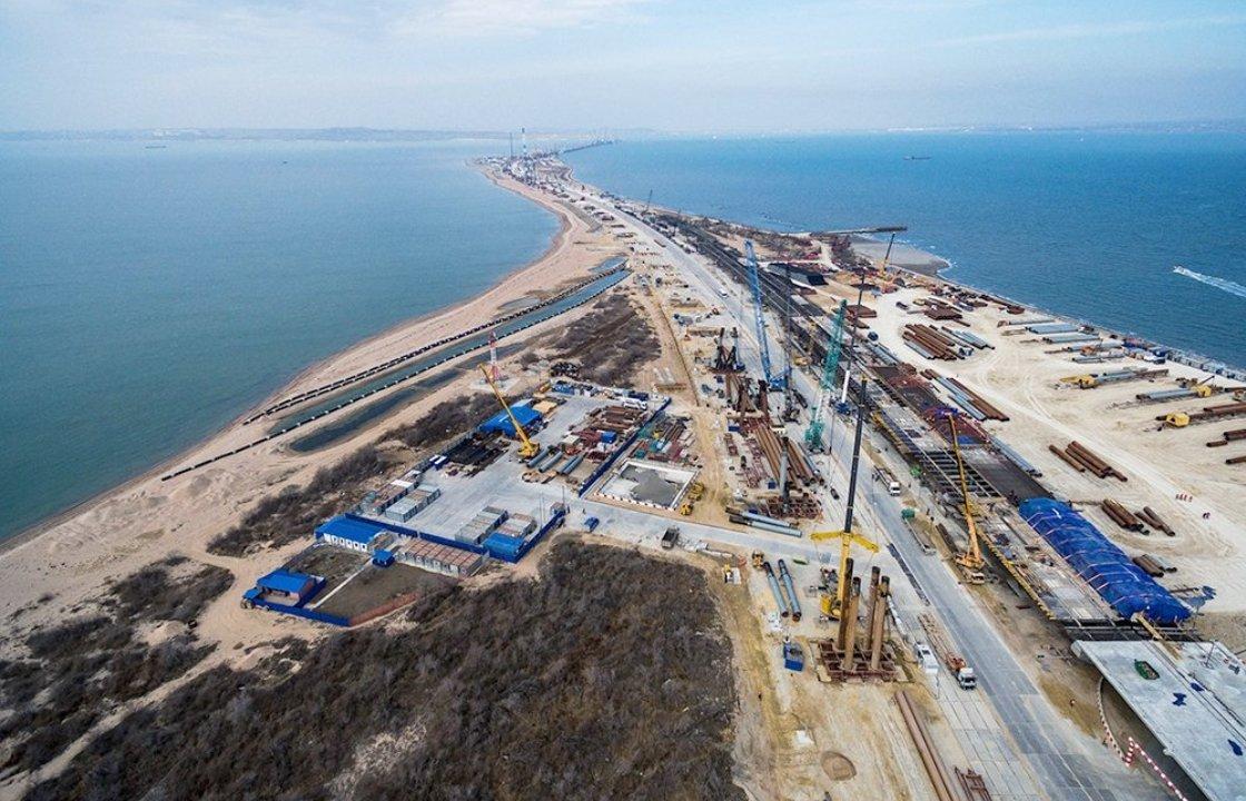 Автомобильные подходы к Крымскому мосту готовы на две трети