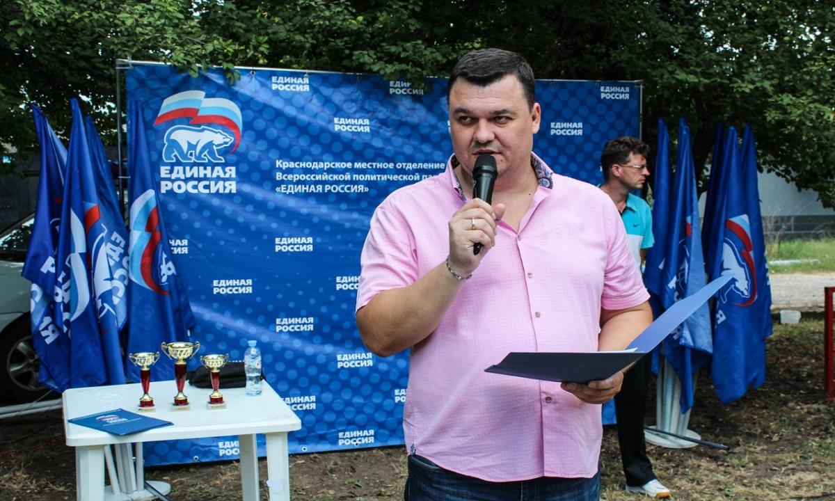 Депутата городской думы Краснодара заставили снять тонировку. Видео
