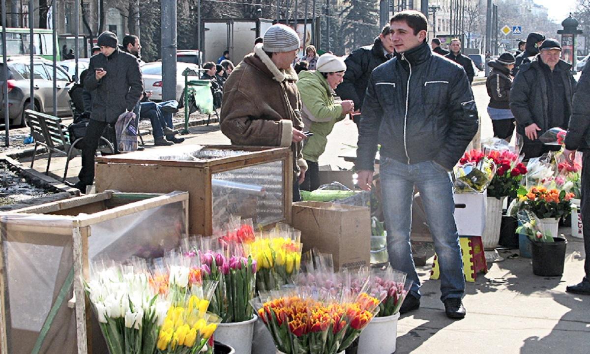 Волгоградский чиновник получил взятку с торговца цветами