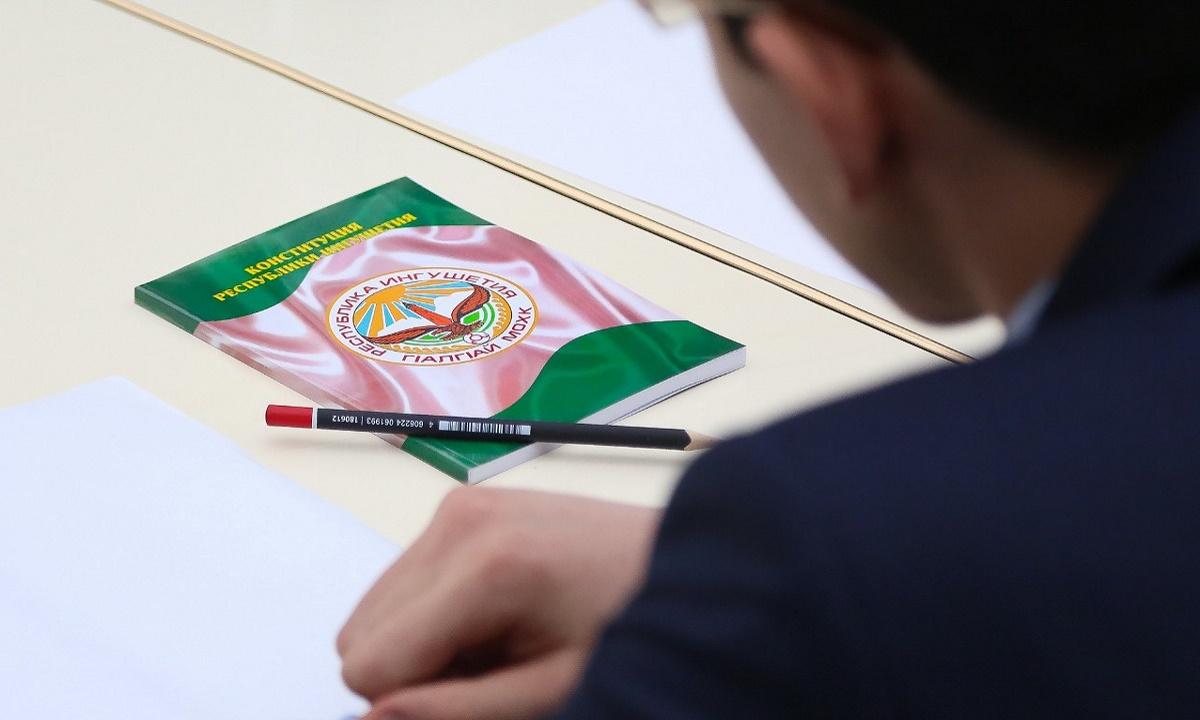 Школу из Назрани оштрафовали за незаконное использование герба Ингушетии