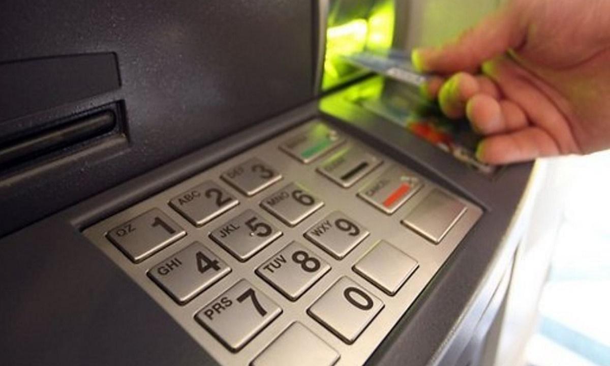 Нашедший деньги перед банкоматом житель Тихорецка обвиняется в краже