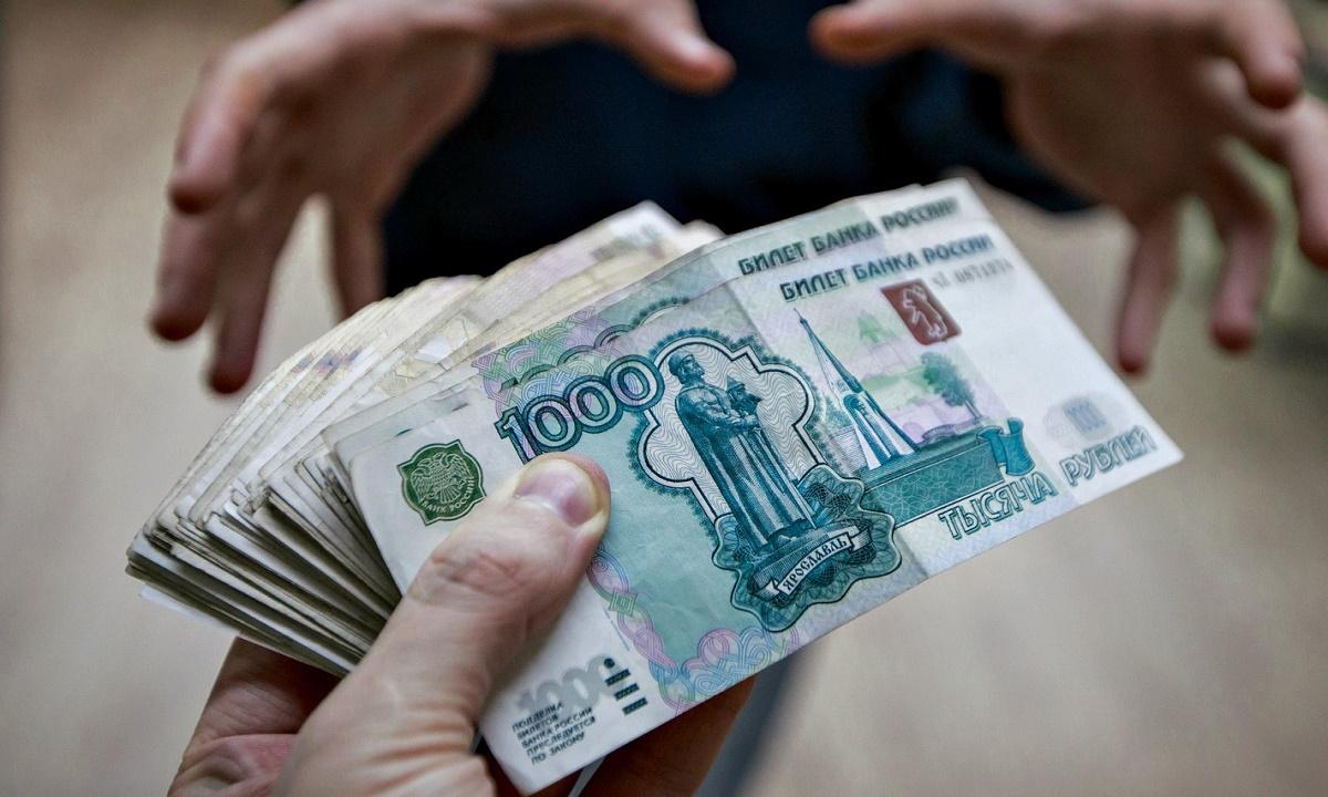 Астраханский адвокат обещала за 2 млн рублей устроить девушку в правоохранительные органы