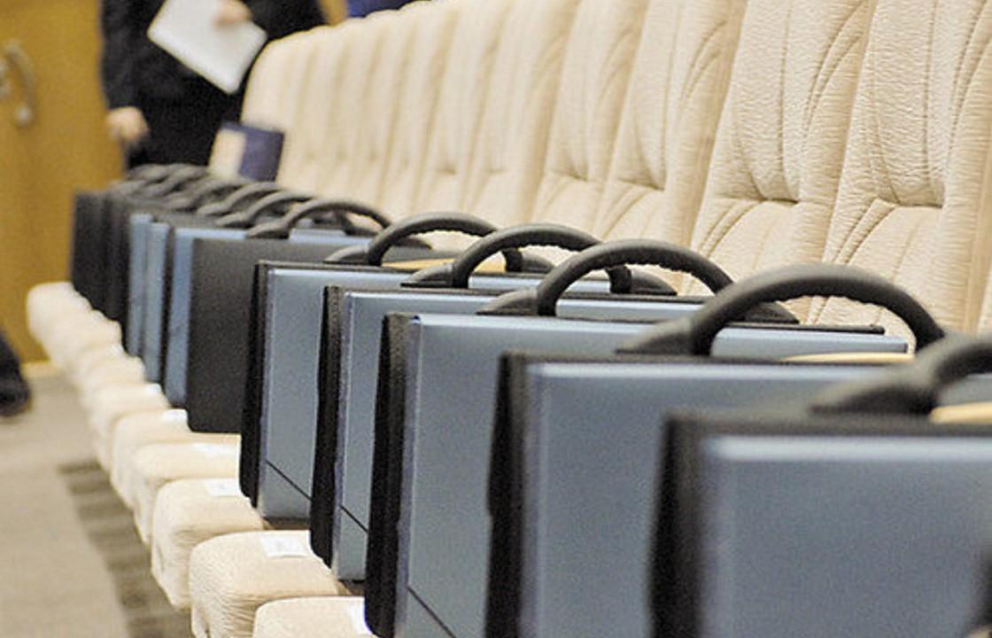 Чиновники Дагестана будут получать зарплату и после выхода на пенсию