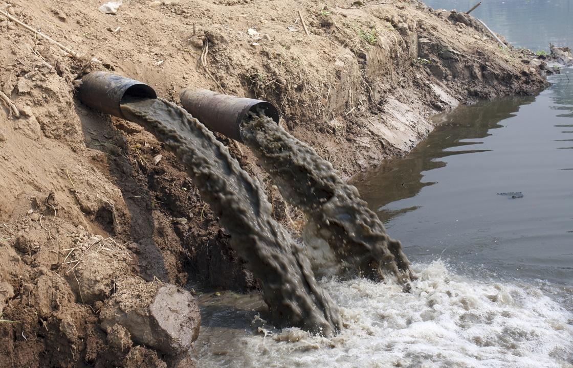 В Каспийске очистные сооружения сливали нечистоты прямо в море