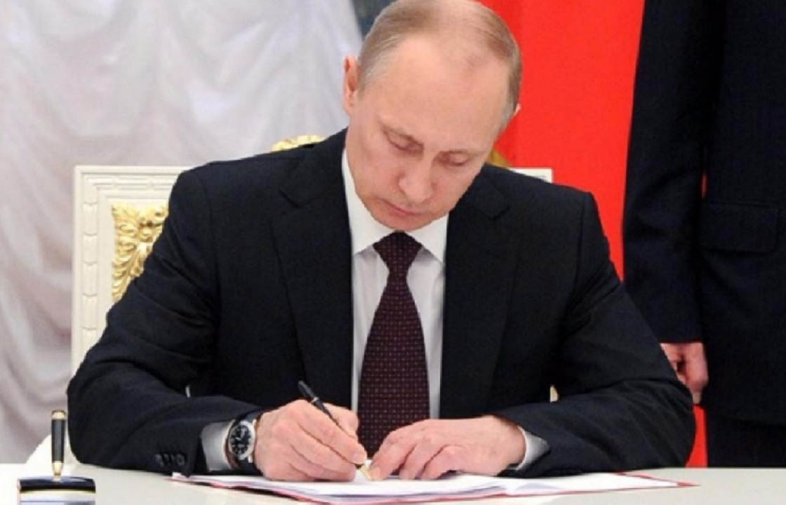 Владимир Путин освободил от должностей трех высокопоставленных силовиков в ЮФО