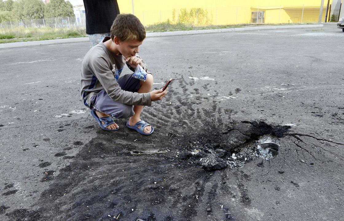 Взрыв противопехотной мины унес жизни троих детей на Донбассе