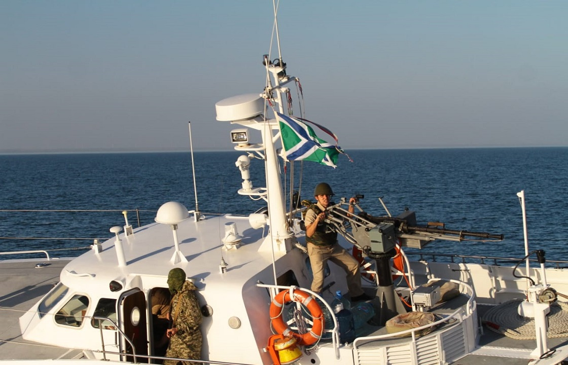 Российских пограничников обвинили в провокации в Азовском море – фото, видео