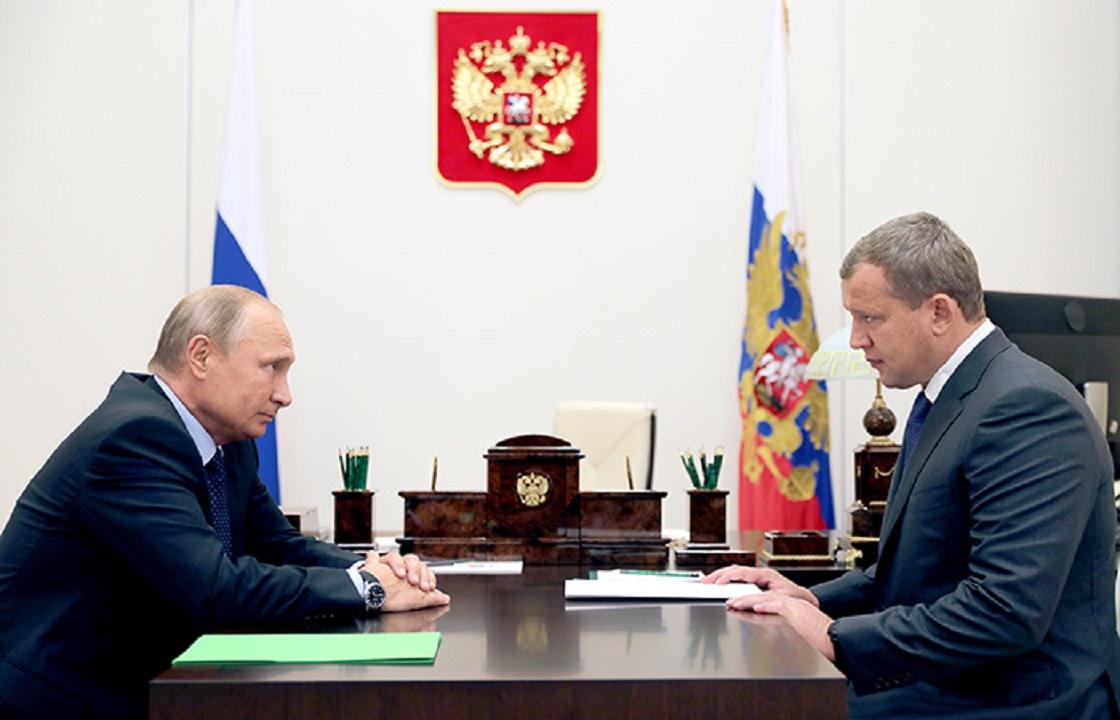 С зонтиком – за Путиным. Фотоальбом астраханского губернатора Сергея Морозова