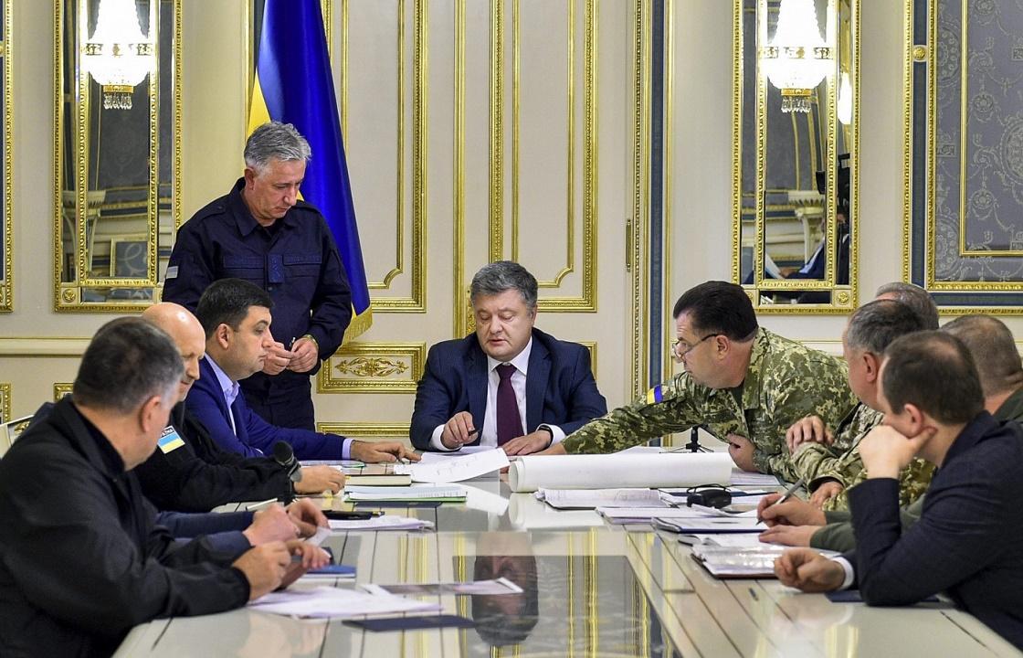 Порошенко созвал военный кабинет из-за ситуации в Керченском проливе
