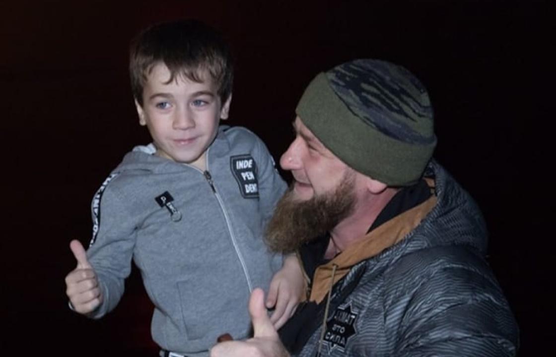 5-летний чеченец снова отжался и установил мировой рекорд. Видео