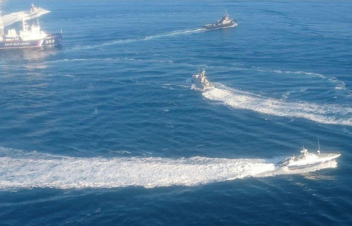 Три военных корабля Украины направились к Крымскому мосту. Фото
