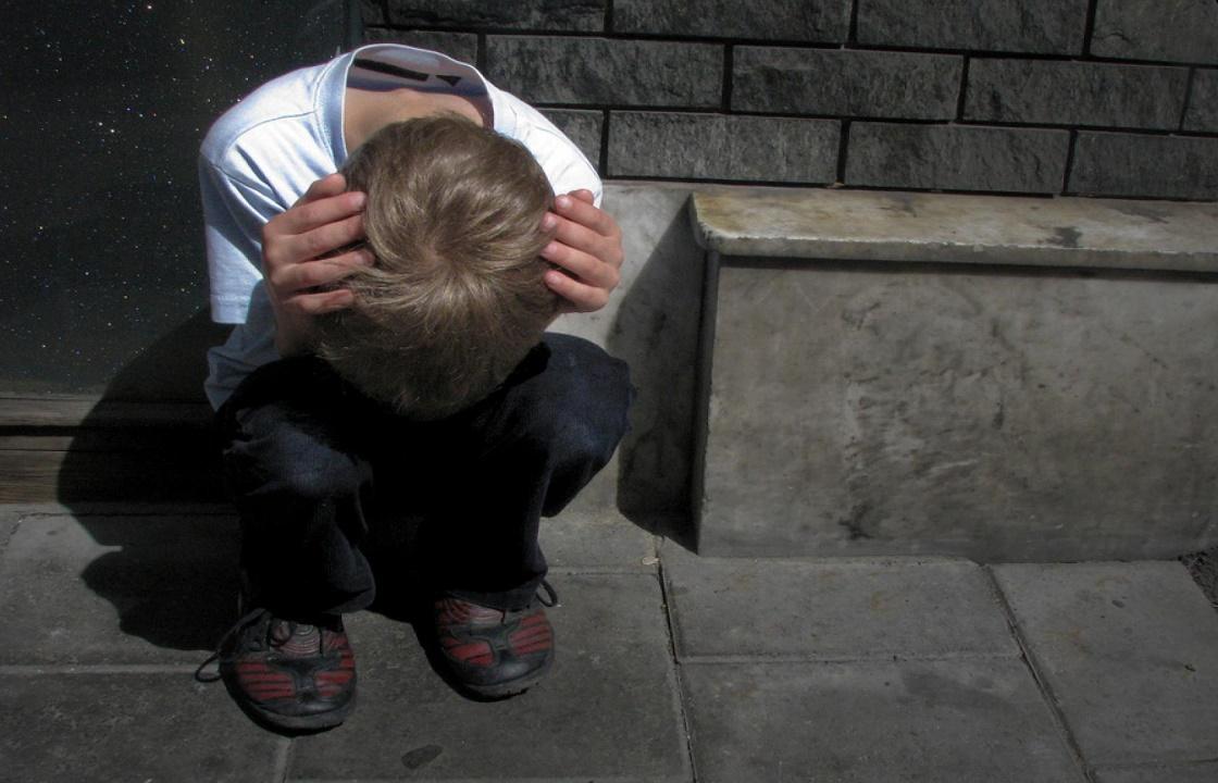 Житель Нальчика полтора месяца развращал восьмилетнего сына сожительницы