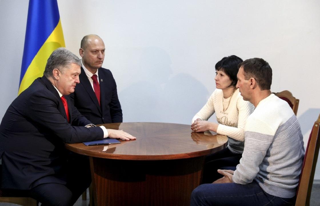 Порошенко встретился с семьей арестованного в России украинского моряка