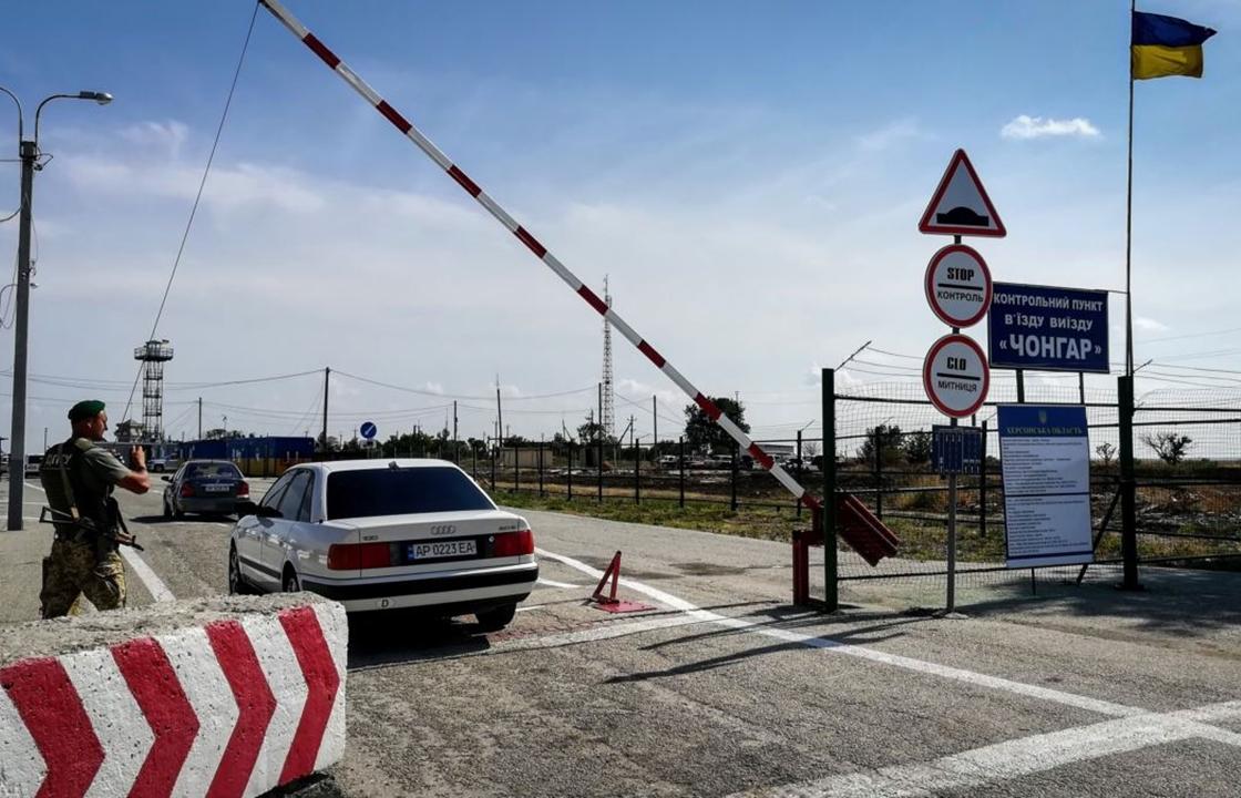 СМИ: таксистами, перевозящими украинцев в Крым, заинтересовались в СБУ