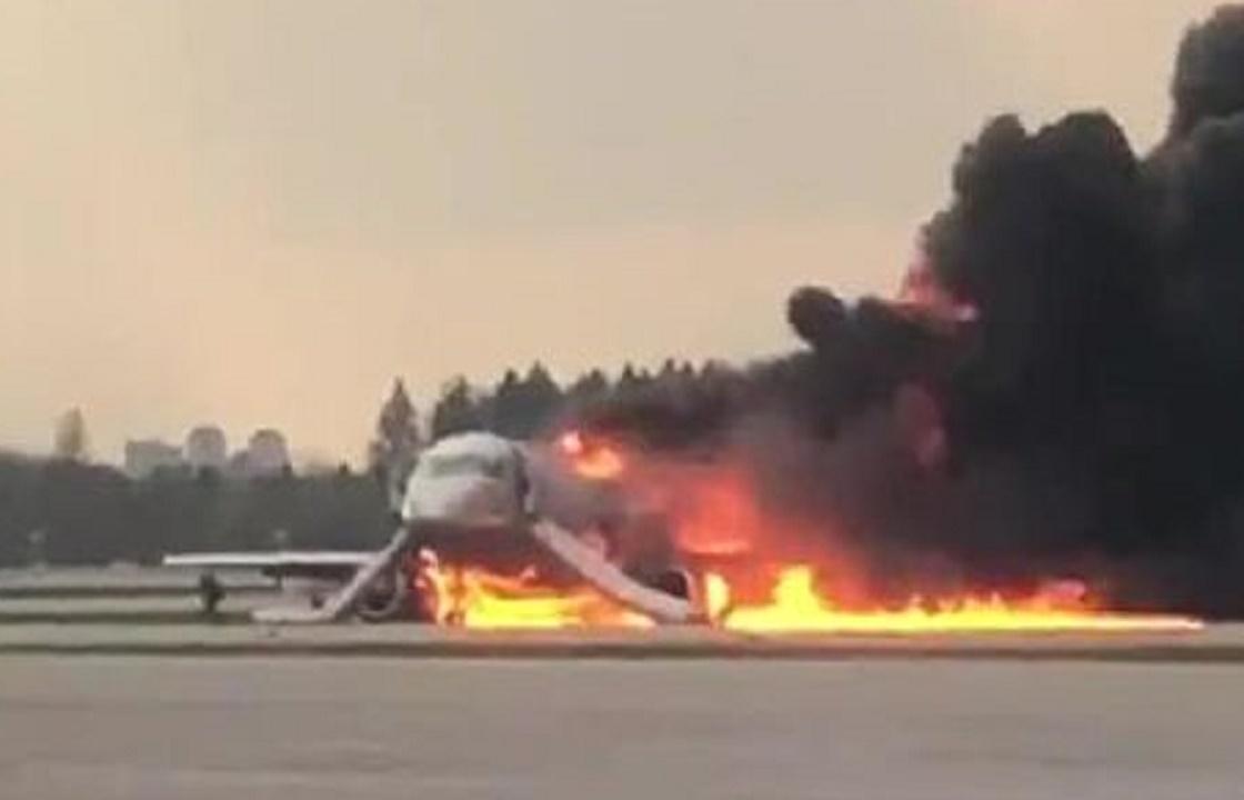 Шок и отравление – стало известно состояние выжившего экипажа самолета из Шереметьево