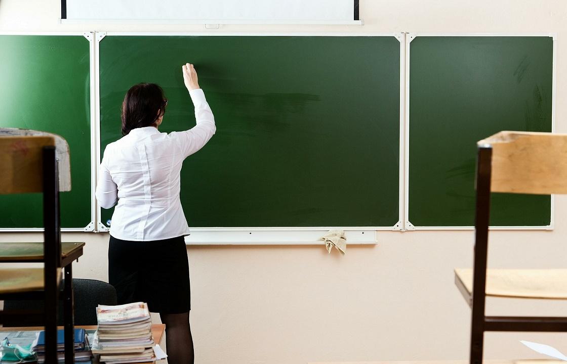 Учительница без диплома преподавала химию и английский волгоградским школьникам