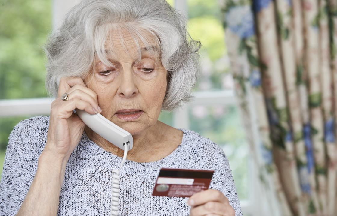 Пенсионерка из Элисты лишилась 40 тысяч, ответив на звонок из банка