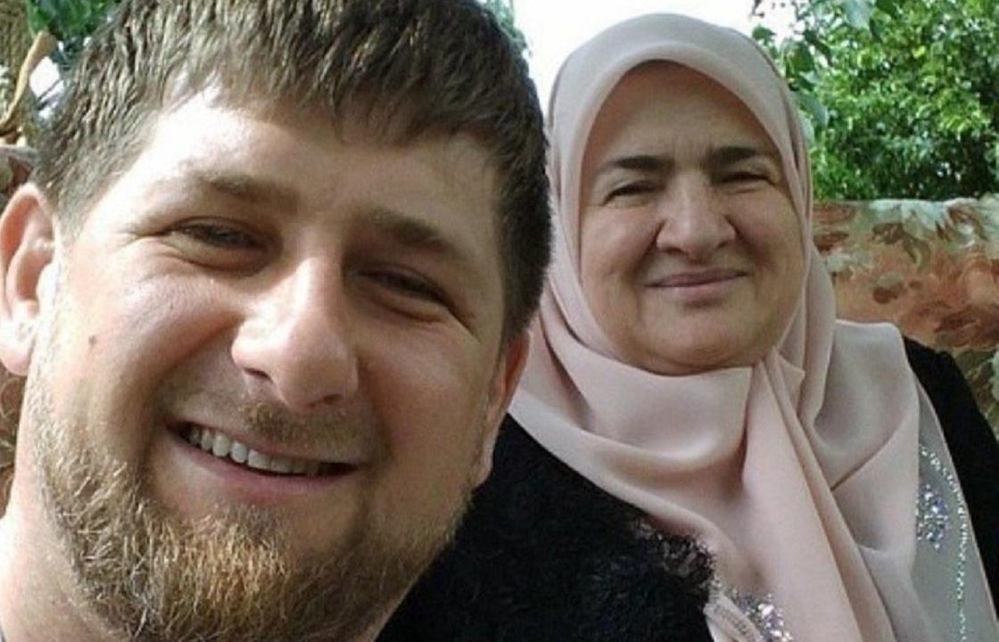 Рамзан Кадыров поздравил маму с днем рождения. Видео