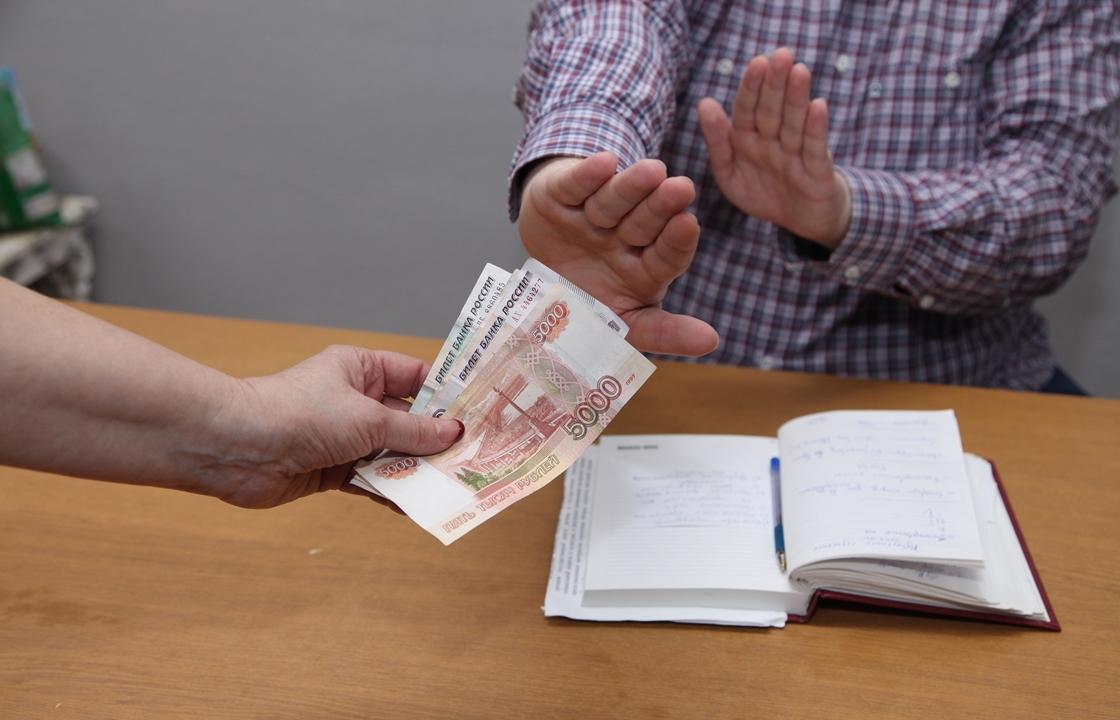 Чеченец хотел стать машинистом крана за взятку в 15 тыс рублей