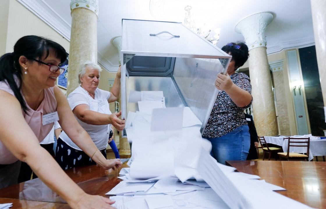 Пакет с бюллетенями и запрет на съемку. Первые сообщения о нарушениях на выборах в Волгоградской области