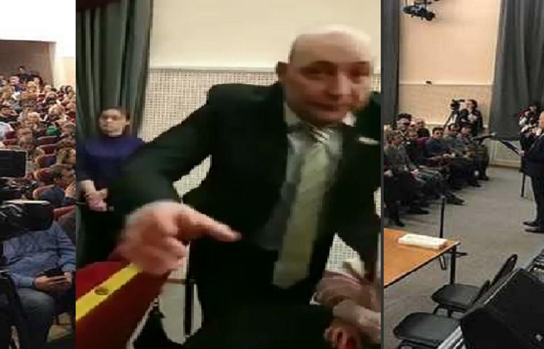 Ставропольский депутат отобрал у женщины телефон во время обсуждения строительства химзавода