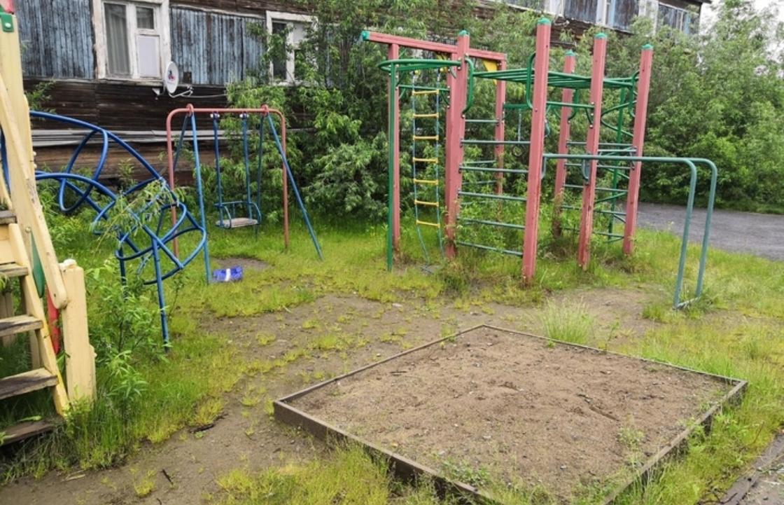 Жительница Кубани пожаловалась на опасную детскую площадку и получила ответ, когда ее отремонтируют
