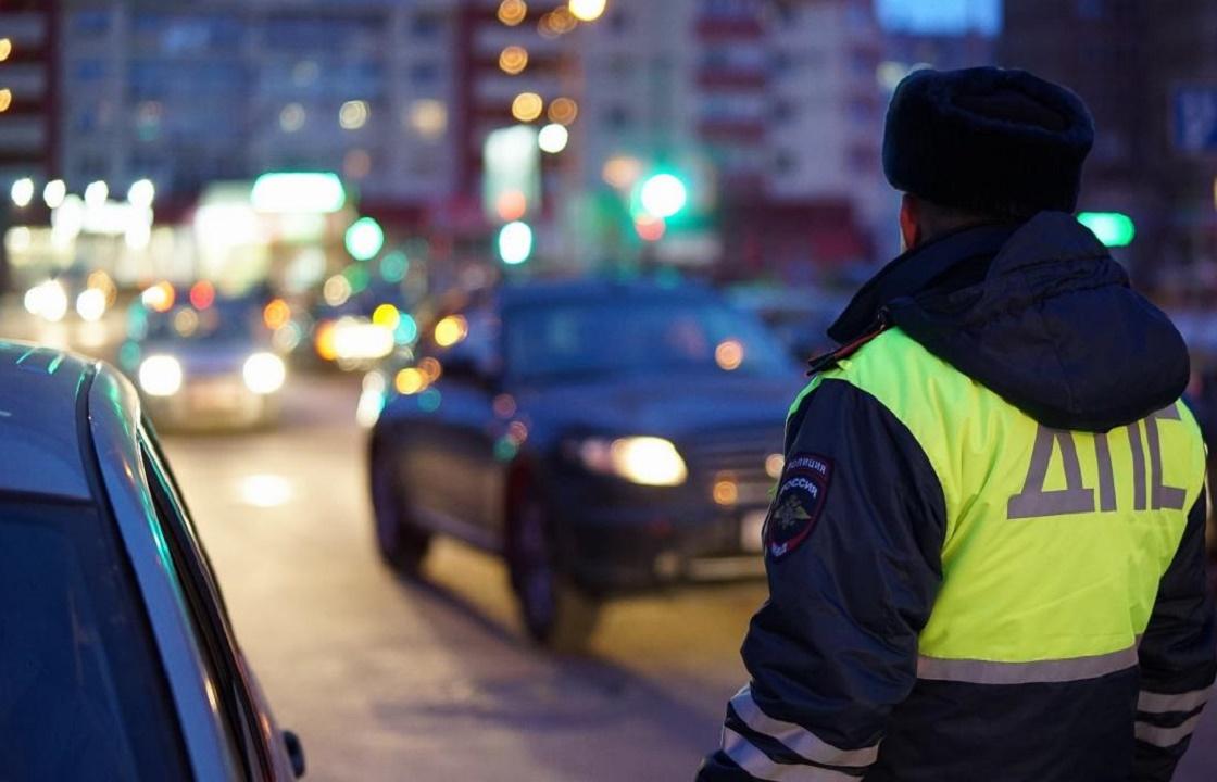 Вымогавший с пьяного водителя взятку инспектор ДПС из Дагестана предстанет перед судом