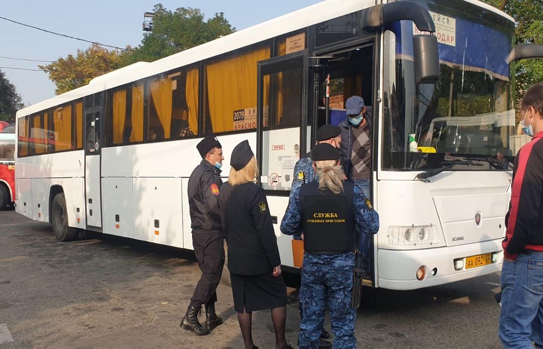 Насмехавшегося над приставами краснодарца «сняли» с рейсового автобуса