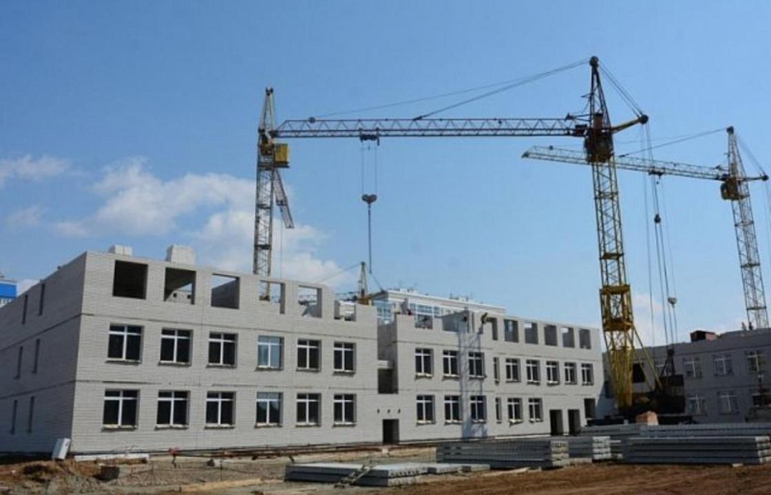 Жителям Сочи рассказали, как ведется работа по строительству школ и детсадов