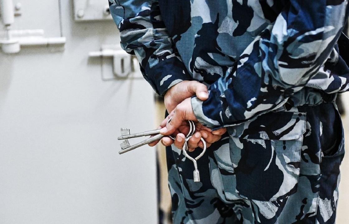 Сотрудник колонии в Калмыкии пьянствовал вместе с осужденными