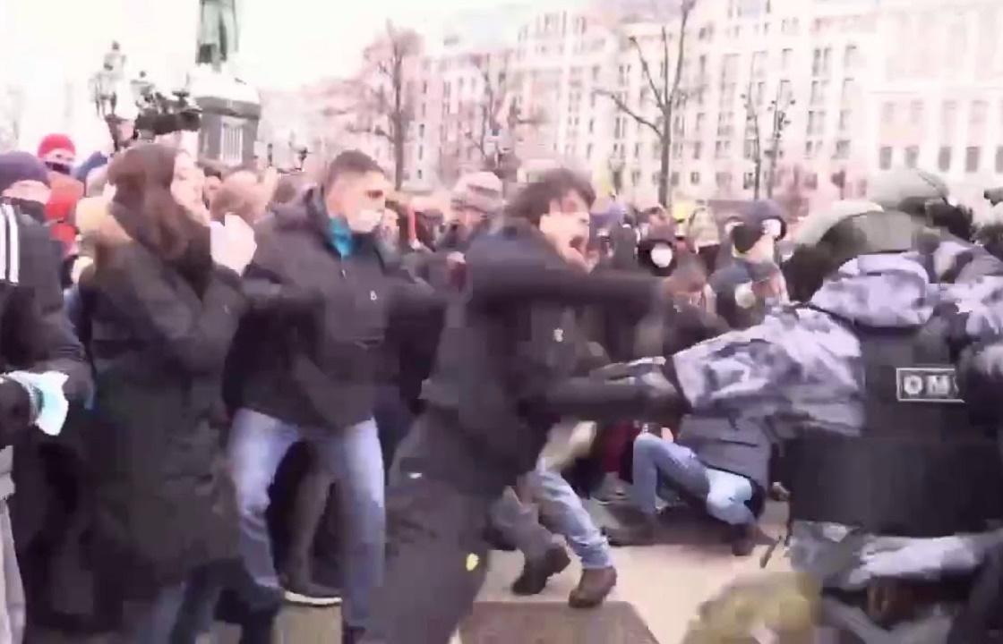 Советник Кадырова предложил помощь напавшему на ОМОН в Москве чеченцу