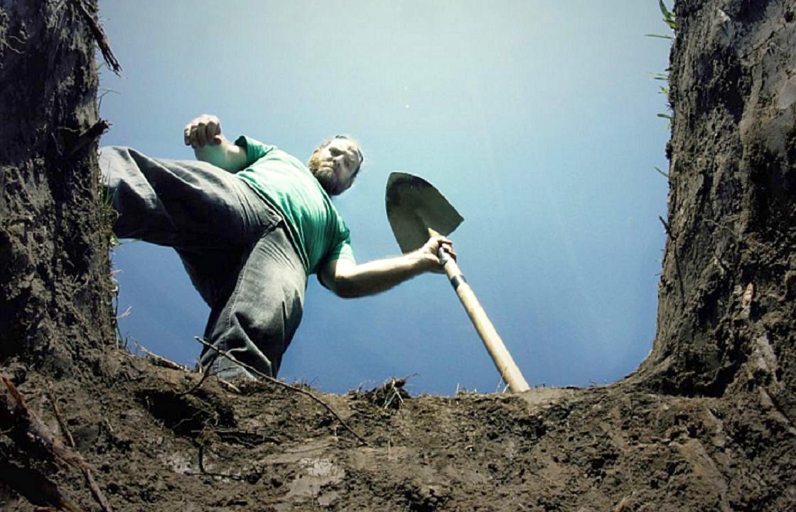 Севастополец закопал жену во дворе и заявил о ее пропаже