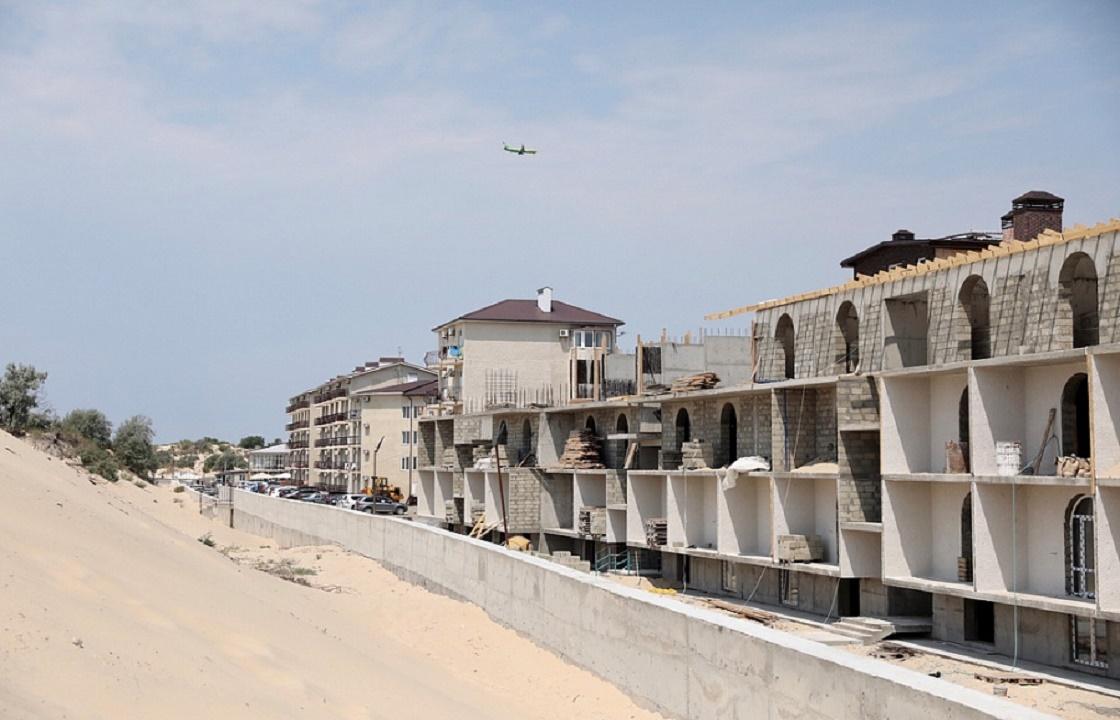 В Анапе сносят многоэтажки, построенные на дюнах