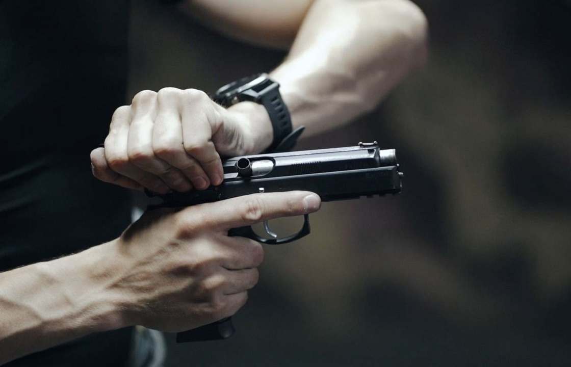 Чтобы впечатлить девушку, житель Крыма расстрелял остановки