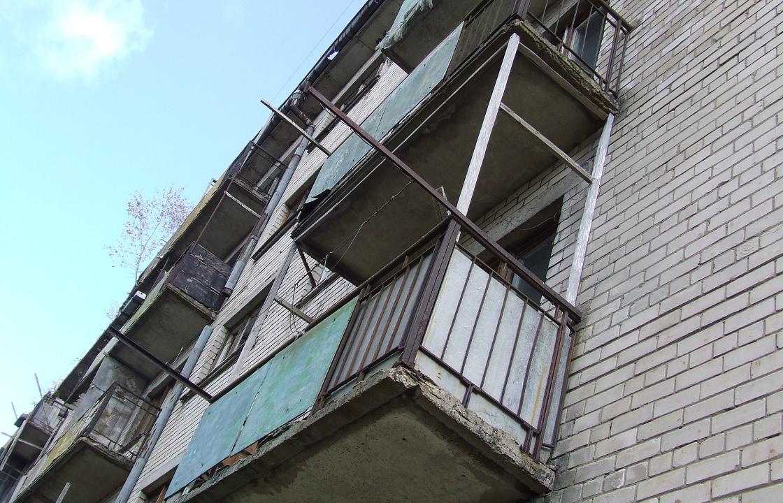 Упавший балкон чуть не убил пенсионерку из Волгограда