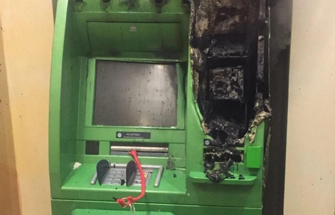 Безуспешно пытавшихся вскрыть банкомат грабителей-неудачников будут судить в Волгограде