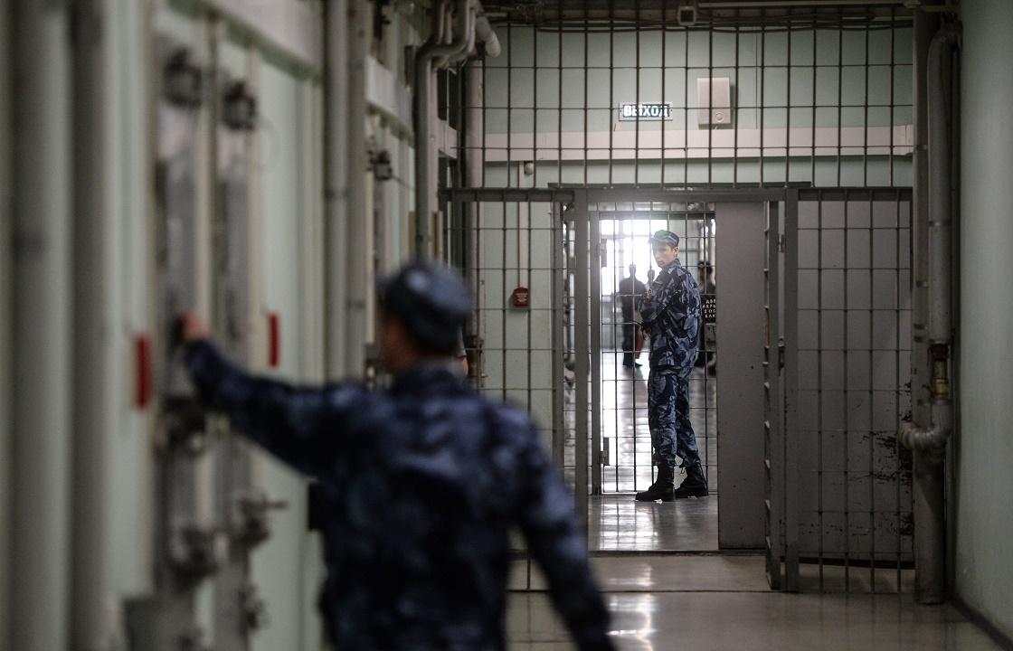 Сотрудник колонии в Астрахани получил три года за телефоны