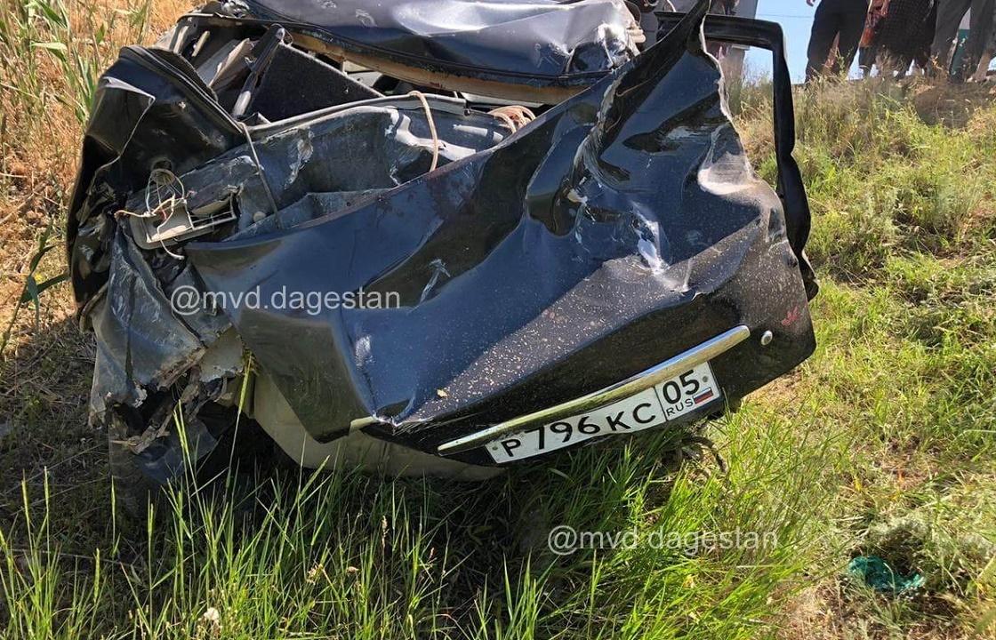 Водитель «Приоры» погиб в ДТП с пассажирским поездом в Дагестане. Фото