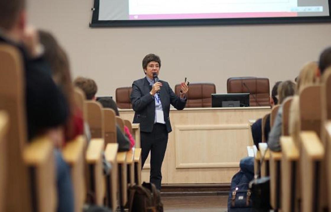 5 млн пользователей просмотрели трансляцию «Нового Знания» с Кириенко и Познером