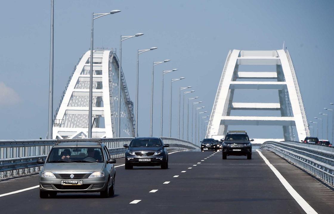 Во время погони за нарушителем полицейские открыли огонь на Крымском мосту