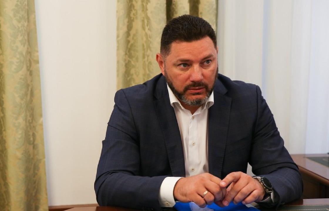 «Борются за его жизнь»: мэр Кисловодска разбился, упав с электросамоката