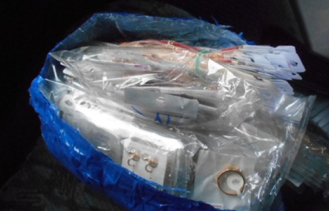 400 браслетов, подвесок и серег хотели тайно вывести из Ростова в ДНР