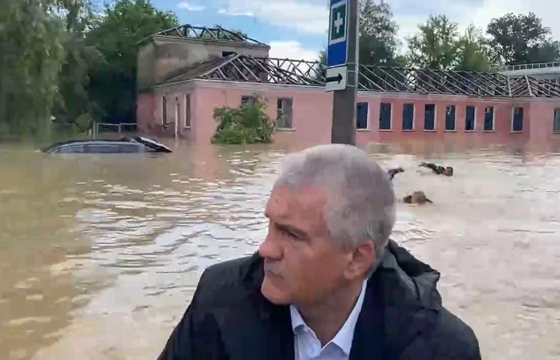 Аксенов прибыл в затонувшую Керчь. Видео
