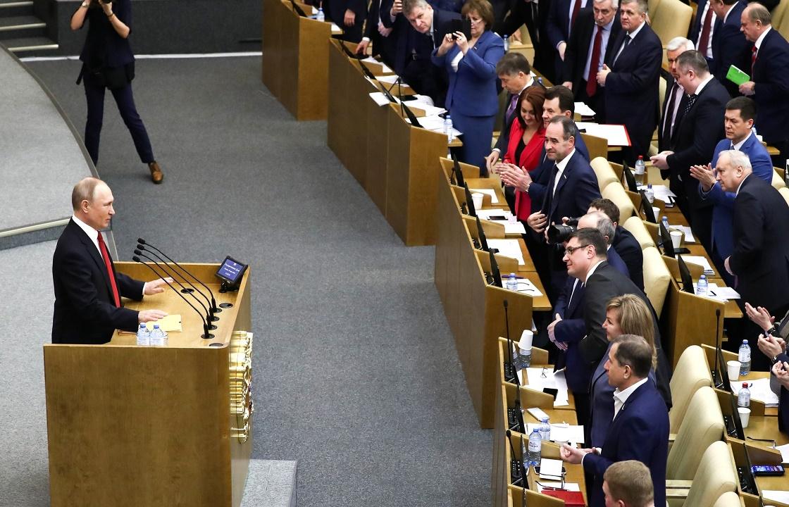 Путин наложил вето на принятый Госдумой закон о фейках в СМИ
