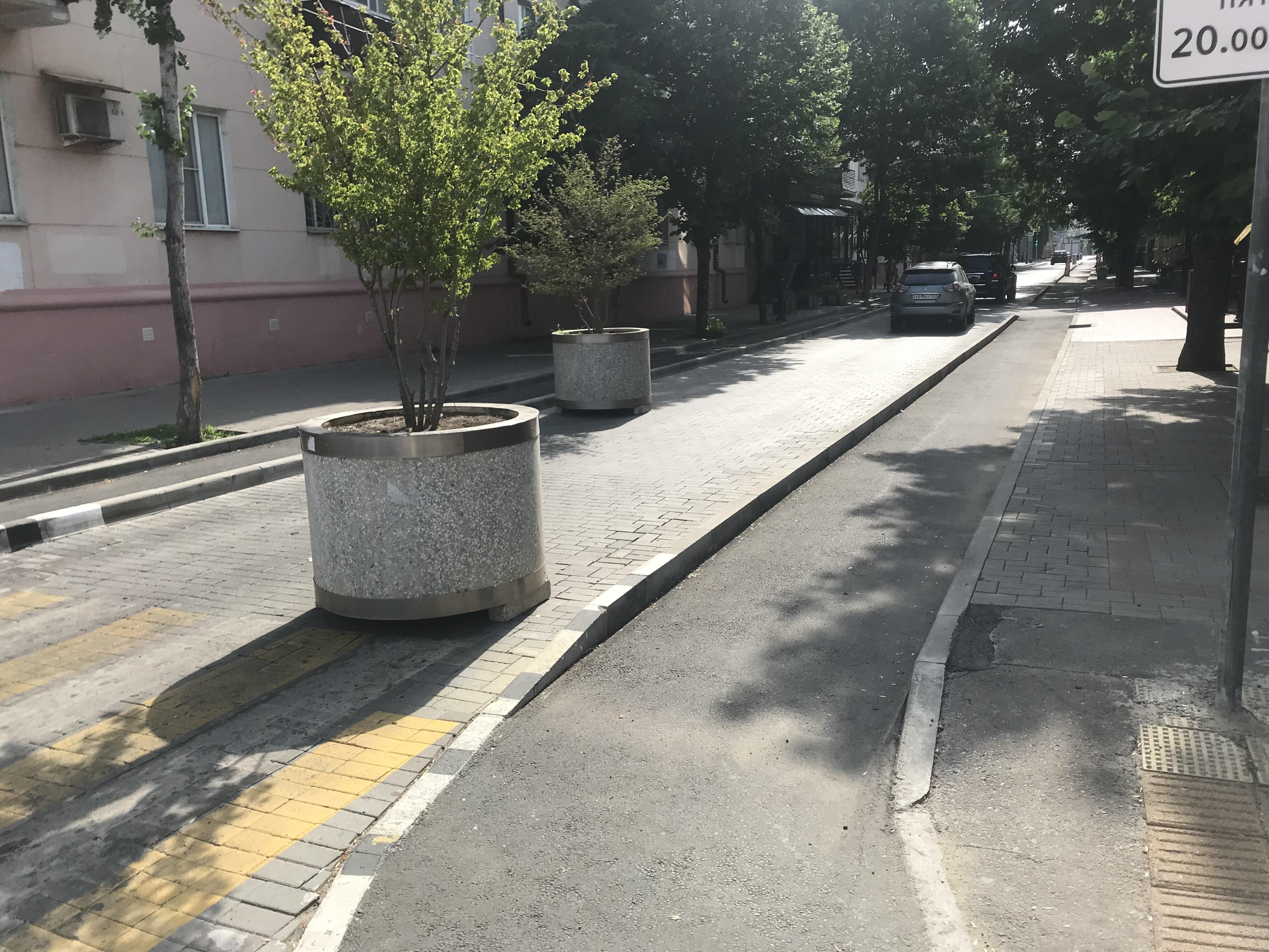 В Краснодаре начали бороться с парковкой на велодорожках
