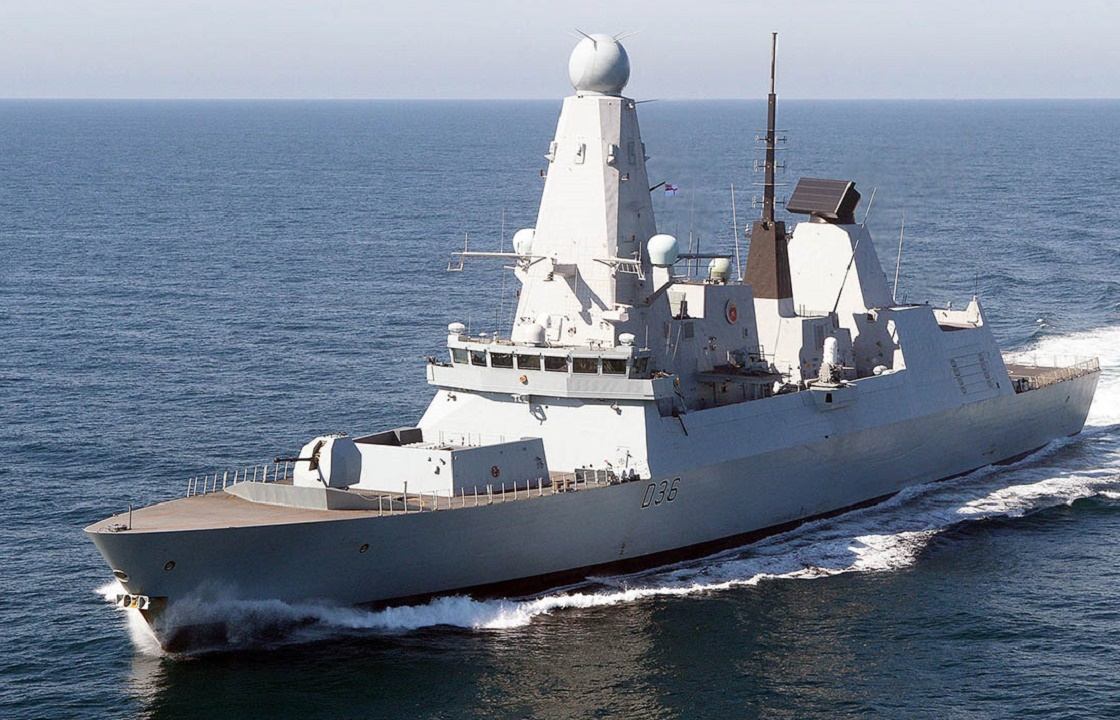 Рядом с Крымом открыт предупредительный огонь по эсминцу Великобритании