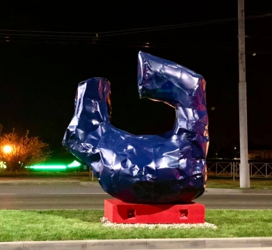 Новые абстрактные скульптуры не простояли в Краснодаре и пяти дней