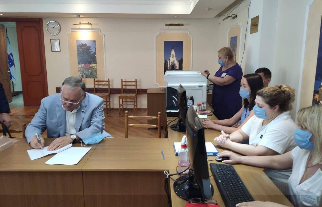 Константин Затулин подал документы для участия в выборах в Госдуму